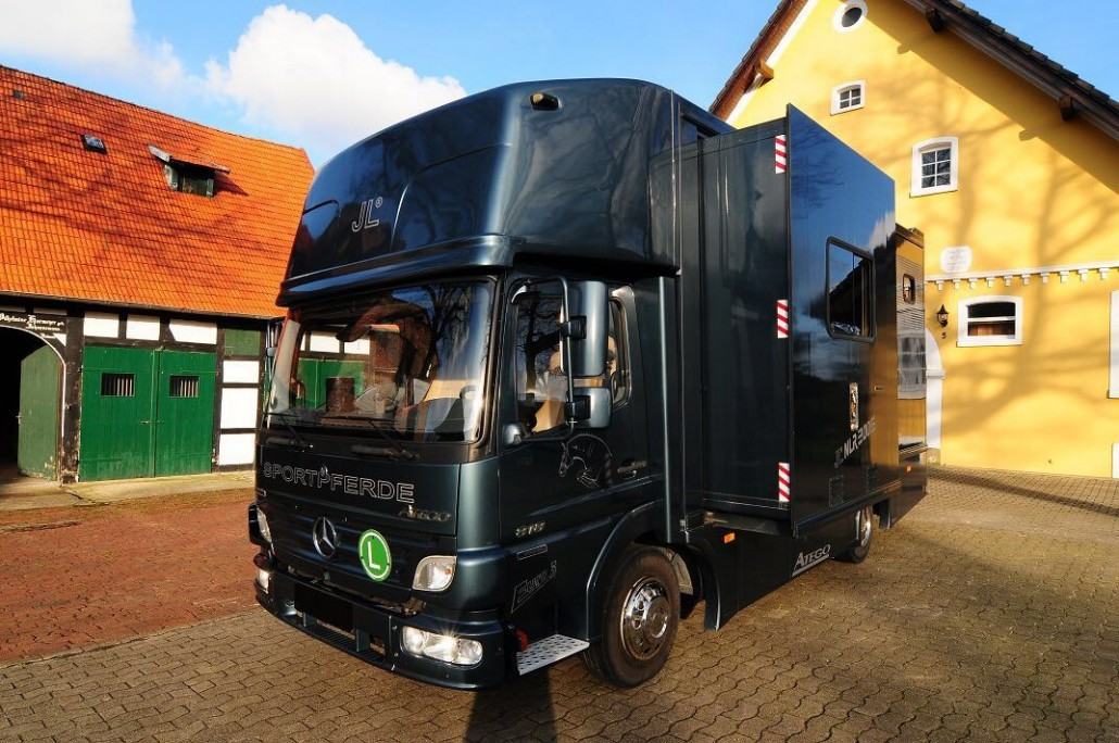Mb atego 818 with jl construction for 2 3 horses eva for Jl builders